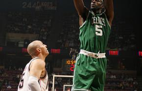 Los Celtics dan primero en el Este