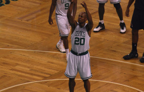 NBA Playoffs. Celtics, Lakers y Hornets tienen problemas