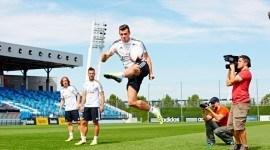 """Gareth Bale, Luka Modrić, Karim Benzema y Jesé Rodríguez prueban con el rugby en el desafío """"bwin Skill Series"""""""