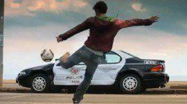 David Villa destroza un coche de policía